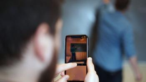 Bildet kan inneholde: fotografi, dingser, smarttelefon, mobiltelefon, elektronisk apparat.
