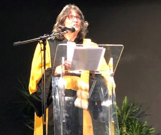 Foto av Doris Jorde som holder en tale i Brest i forbindelse med tildeling av æresprofessoratet