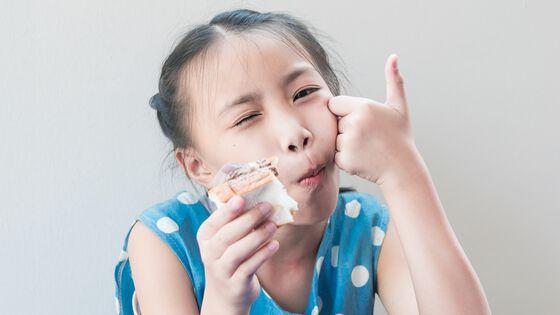 Bildet kan inneholde: emballerte varer, nese, kinn, hud, leppe.