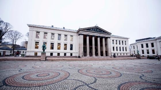 utenfor Universitetets aula, Oslo sentrum