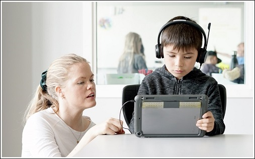 Illustration photo of a teacher helping a student with an Ipad