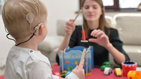 Bilde av barn med Cochleaimplantat