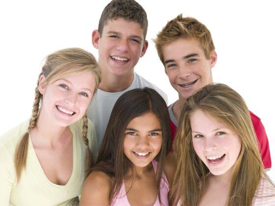 bilde av en gruppe barn som snakker