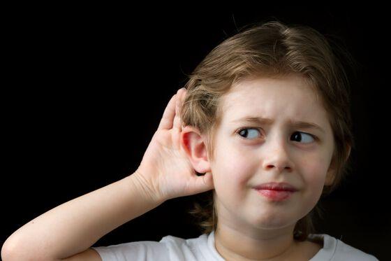 bilde av jente som lytter